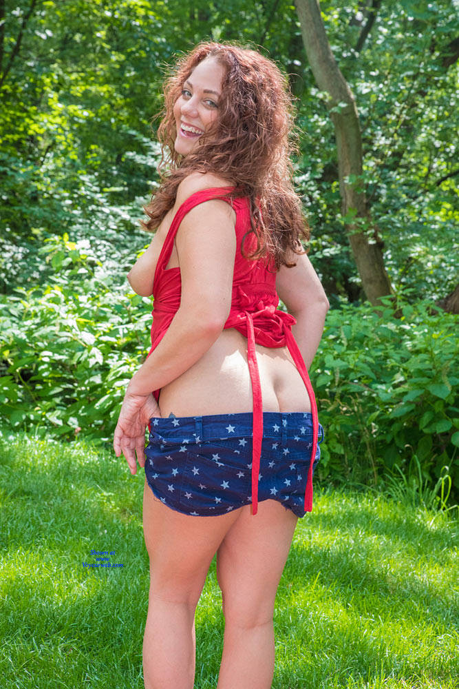 Pic #6 Amber Lynne Returns For Another Try - Big Tits, Outdoors, Amateur