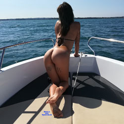 Naked On The Boat - Nude Girls, Brunette, Outdoors, Amateur, Firm Ass