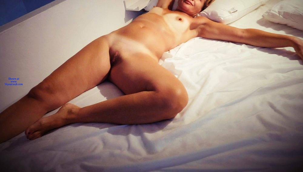 Pic #1 Bedspreads 1 - Nude Girls, Shaved, Amateur