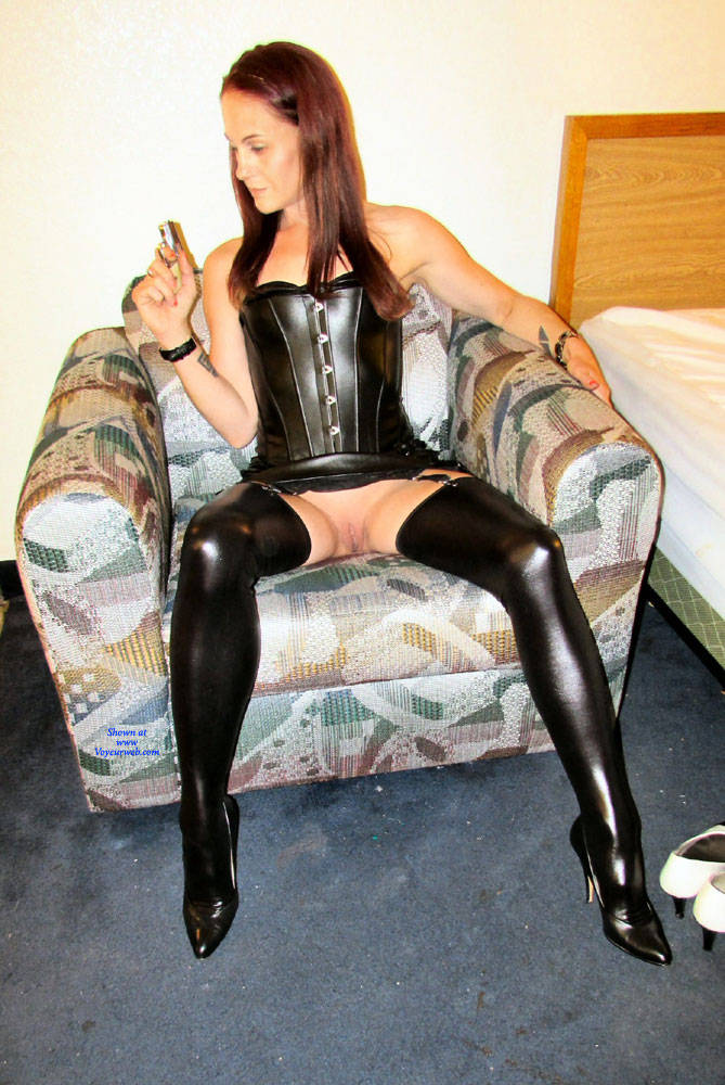 Pic #4 Mistress Brie - Pantieless Girls, High Heels Amateurs, Shaved