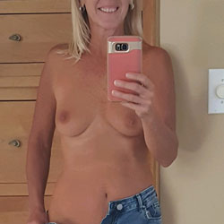 Selfies And More - Topless Girls, Blonde, Mature, Amateur