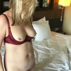 Medium tits of my wife - Kako73