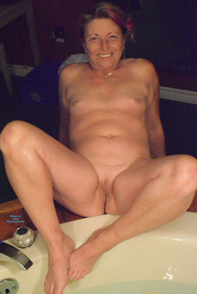 Pic #6 A Night Away To See The Fall Colours - Nude Amateurs, Mature, Shaved