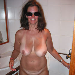 Off On Vacation - Michelle 34DD - Nude Girlfriends, Big Tits, Brunette, Shaved, Amateur