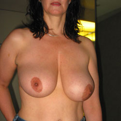 Michelle 34DD - Out On The Town - Nude Girlfriends, Big Tits, Brunette, Shaved, Amateur