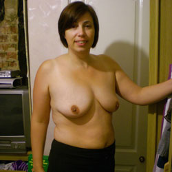 Exposing Holly - Topless Girls, Big Tits, Brunette, Mature, Amateur