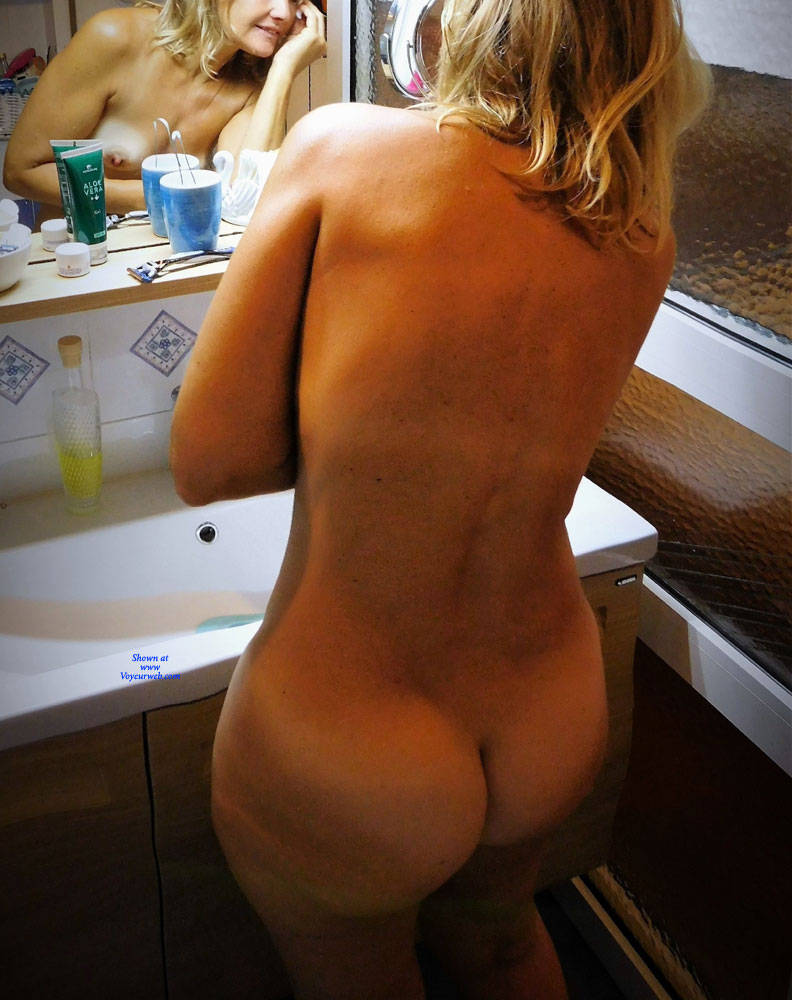 Pic #2 Getting Ready For Bed - Nude Girls, Shaved, Amateur