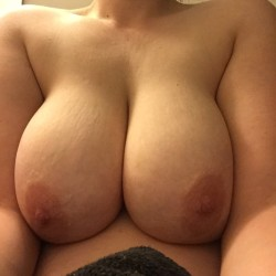 Very large tits of a neighbor - Lindsay