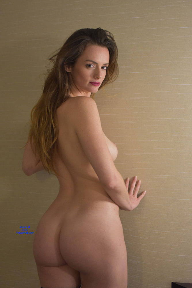 Superstar Pics Of Stunning Nude Mature Gif