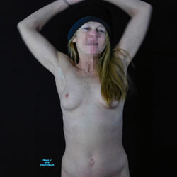 Playing For The Camera - Nude Girlfriends, Mature, Amateur