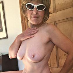 Lady Bee Sunday Honey - Nude Girls, Big Tits, Mature, Bush Or Hairy, Amateur