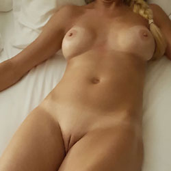 My Hot Wife - Nude Wives, Big Tits, Mature, Shaved, Amateur