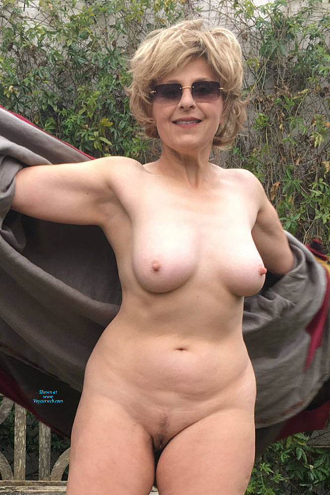 Amatuer pictures o my nude wife