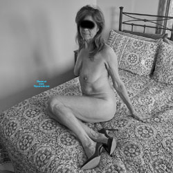 Sue in Black and White - Nude Girls, Big Tits, High Heels Amateurs, Mature