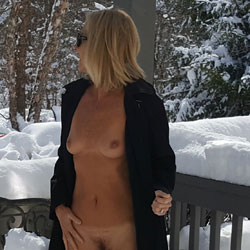 Snow Fun - Nude Girls, Blonde, Mature, Outdoors, Bush Or Hairy, Amateur, Girls Stripping