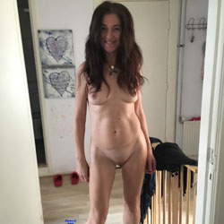 A Warm Naked Welcome - Nude Girls, Brunette, Shaved, Amateur