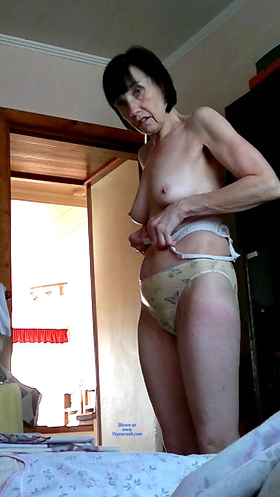 Mature wife undressing pictures