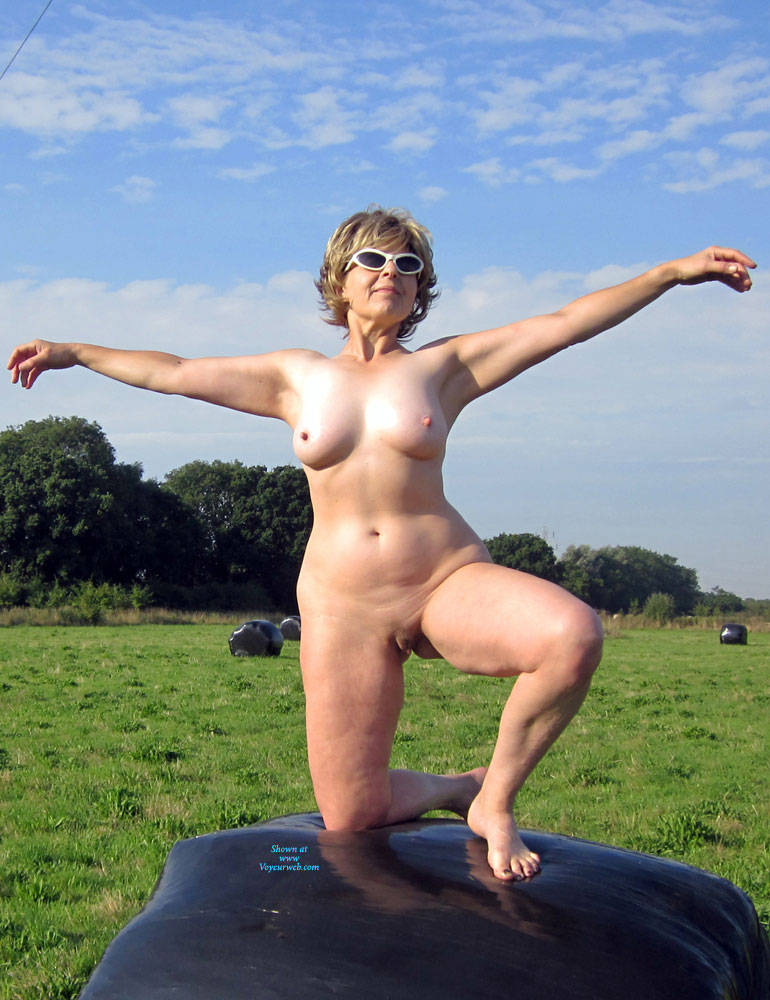 Pic #1 Lady Bee Out In The Country - Nude Girls, Big Tits, Outdoors, Amateur