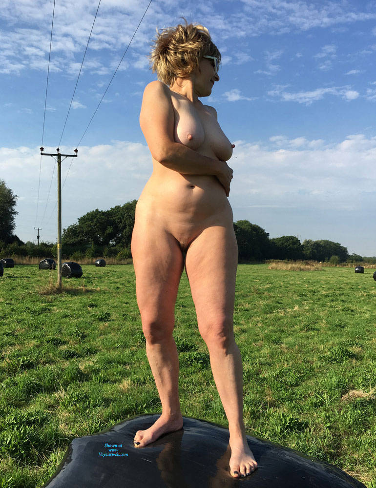 Pic #2 Lady Bee Out In The Country - Nude Girls, Big Tits, Outdoors, Amateur