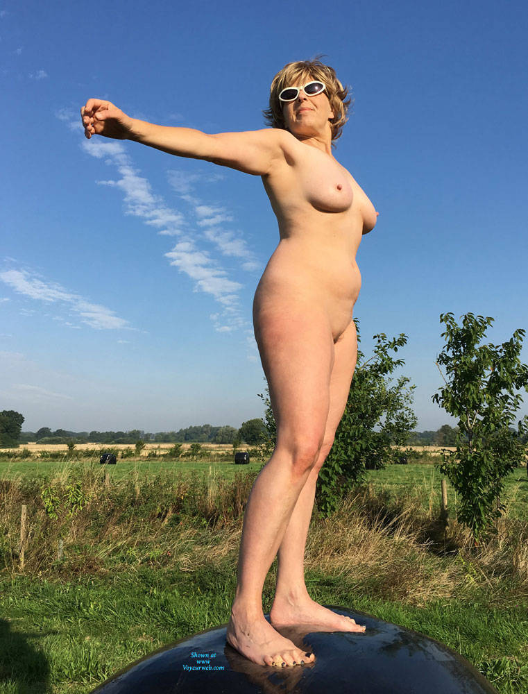 Pic #3 Lady Bee Out In The Country - Nude Girls, Big Tits, Outdoors, Amateur