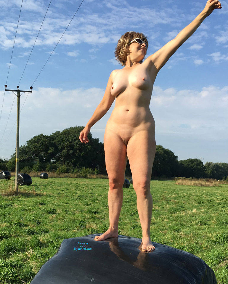 Pic #4 Lady Bee Out In The Country - Nude Girls, Big Tits, Outdoors, Amateur