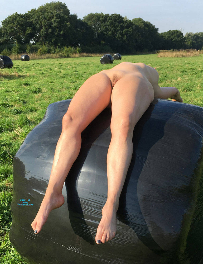 Pic #8 Lady Bee Out In The Country - Nude Girls, Big Tits, Outdoors, Amateur
