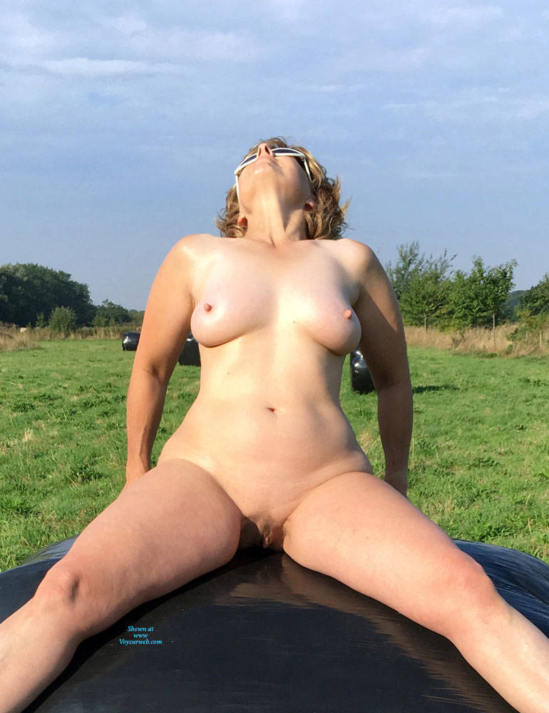 Pic #9 Lady Bee Out In The Country - Nude Girls, Big Tits, Outdoors, Amateur