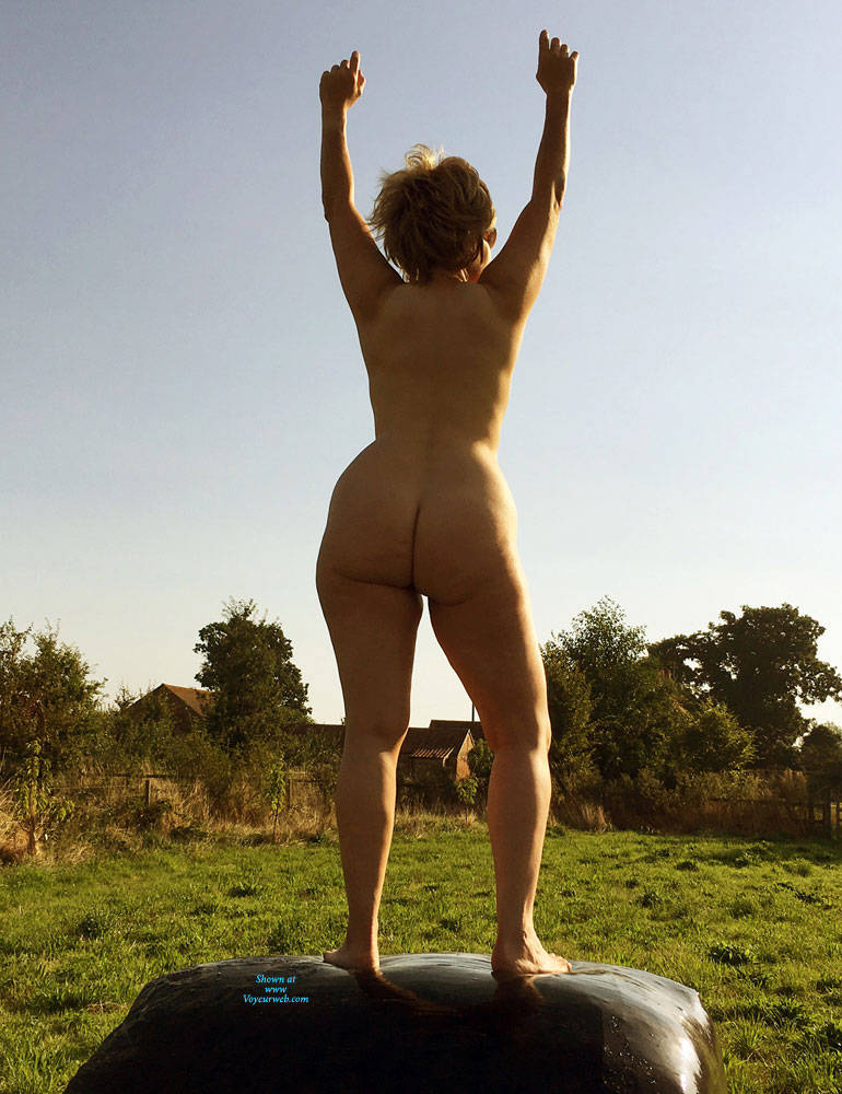 Pic #10 Lady Bee Out In The Country - Nude Girls, Big Tits, Outdoors, Amateur