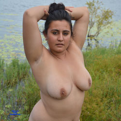 Valeria - Nude Girls, Big Tits, Brunette, Outdoors, Shaved, Amateur