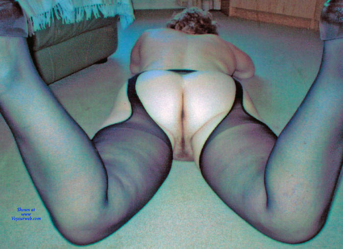 Pic #8 Mature Housewife Strips - Wives In Lingerie, Mature, Amateur, Stockings Pics