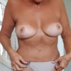 Getting Ready For My Workout - Topless Girls, Big Tits, Amateur