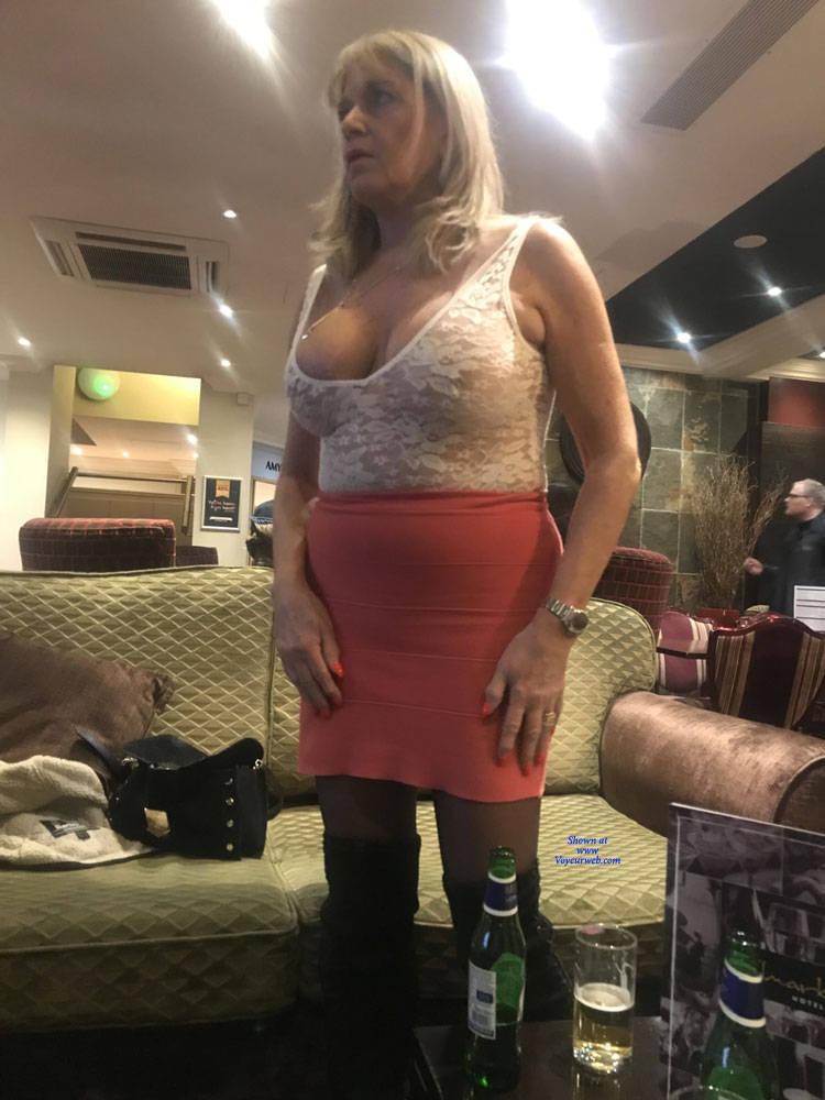 Pic #1 Croydon Hotel - Big Tits, Blonde, Public Exhibitionist, Flashing, Public Place, Amateur, See Through