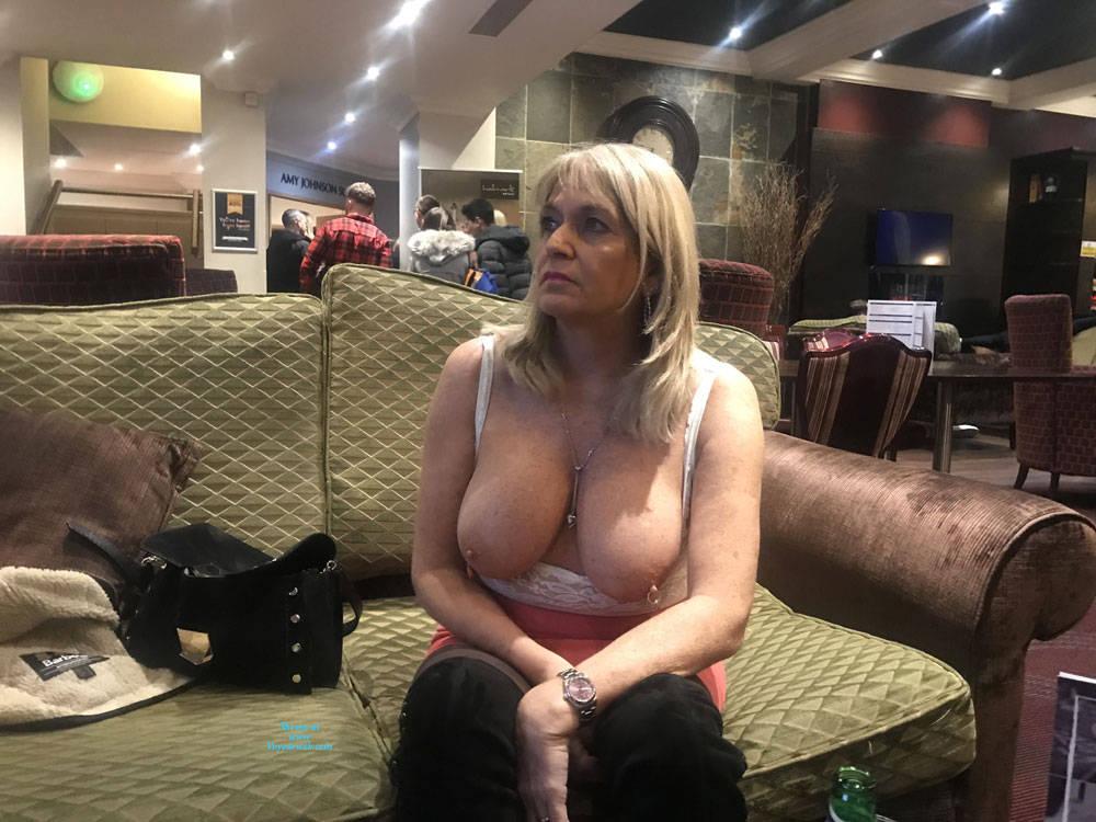 Pic #5 Croydon Hotel - Big Tits, Blonde, Public Exhibitionist, Flashing, Public Place, Amateur, See Through
