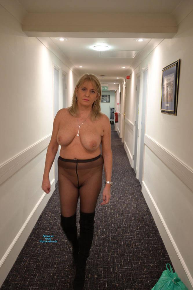 Pic #8 Croydon Hotel - Big Tits, Blonde, Public Exhibitionist, Flashing, Public Place, Amateur, See Through