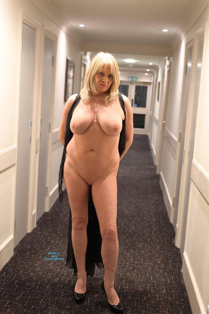 Pic #10 Croydon Hotel - Big Tits, Blonde, Public Exhibitionist, Flashing, Public Place, Amateur, See Through