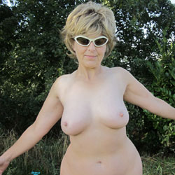 Lady Bee Parklife - Nude Girls, Big Tits, Mature, Outdoors, Amateur