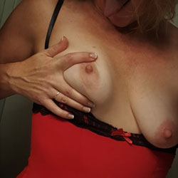Straps And Chains - Amateur