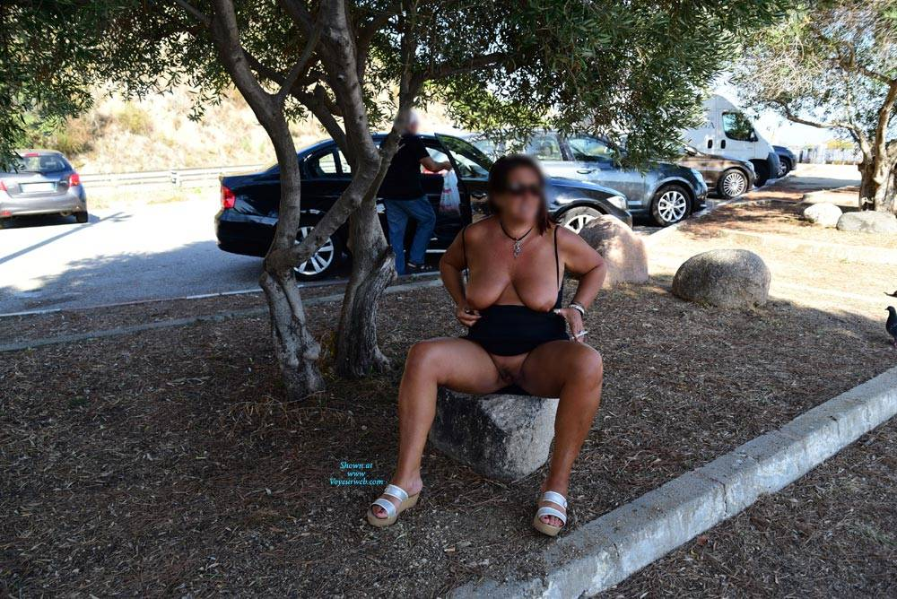 Pic #3 In Strada - Big Tits, Public Exhibitionist, Flashing, Outdoors, Public Place, Amateur, Pantieless Girls