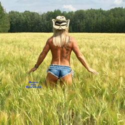 Field Of Dreams - Topless Girls, Big Tits, Outdoors, Amateur