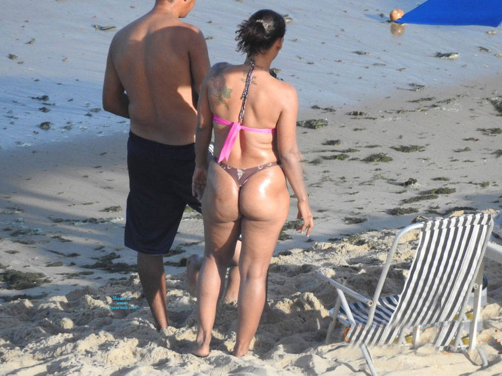 Pic #1 Big Ass From Pina Beach - Beach, Brunette, Outdoors, Bikini Voyeur