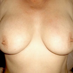 Medium tits of my girlfriend - Gillian