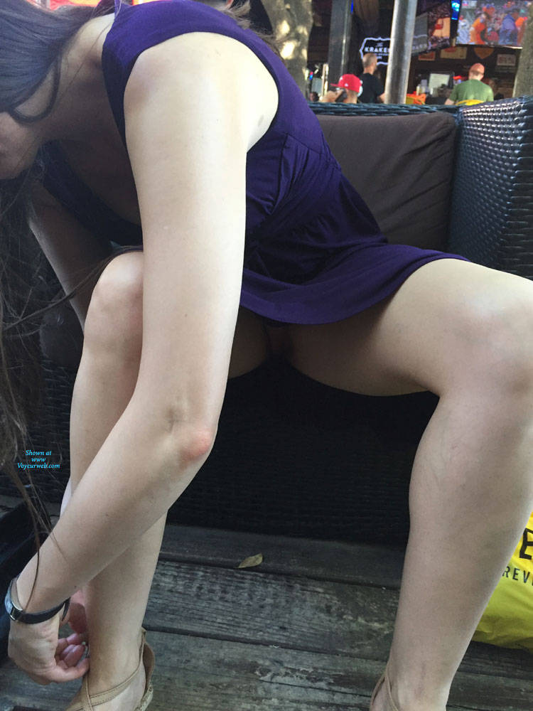 Pic #1 In A Bar In Houston - Pantieless Girls, Public Exhibitionist, Flashing, Public Place, Amateur