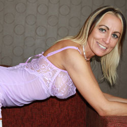 Getting On My Knees - Wives In Lingerie, Blonde, Mature, Amateur