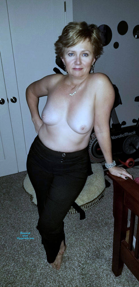Pic #4 Random Wife Pics - Topless Wives, Big Tits, Mature, Amateur
