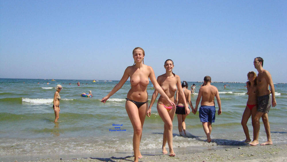 Pic #2 Topless In Spiaggia - Topless Girls, Beach, Brunette, Outdoors