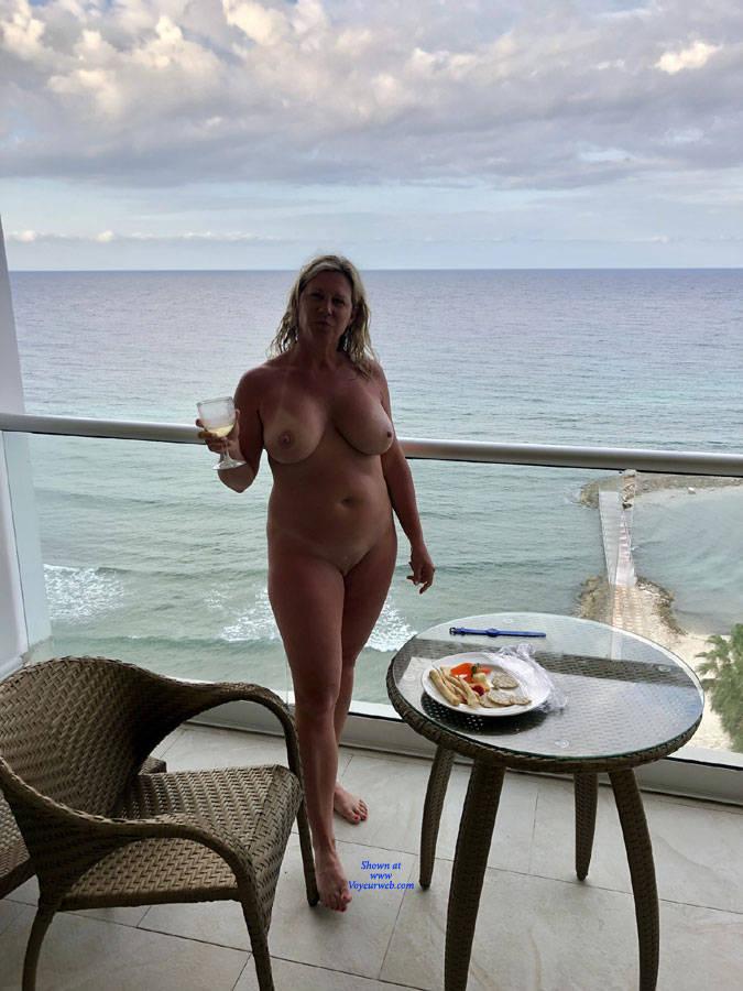 Celeb Nude Women In Home Pics