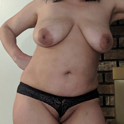 Lonely Milf - Nude Wives, Big Tits, Mature, Amateur