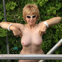 Lady Bee's Ladder - Nude Girls, Big Tits, Mature, Outdoors, Bush Or Hairy, Amateur