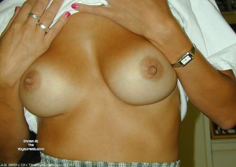 Pic #1 Medium tits of a neighbor - blush