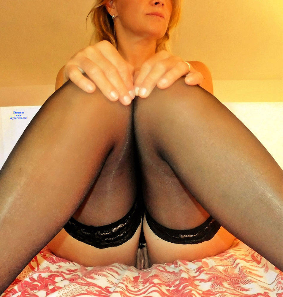 Pic #1 Black Cat On Hot Red Bed 2 - Nude Girls, Lingerie, Amateur